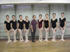 八代先生は谷桃子バレエ団教師・社団法人日本バレエ協会常任監事もされています。
