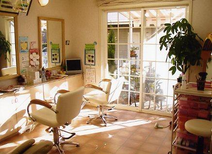 店内は清潔で愛らしいイメージ。 Athome なごやかな Merry 楽しい luviting 魅力的な Kind 親切・やさしい