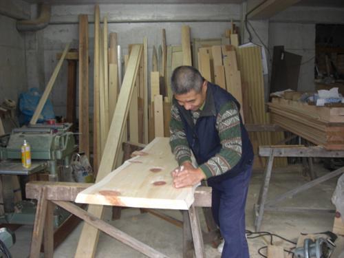 削れば、檜の香りがする。ようするに檜は生きつづけているということがわかります。