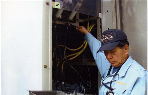 専門家である杉本光司が確かな目で、正確かつ安全な電気設備の運用をサポートします。所轄官庁の審査を経て開業しております。安心してお任せください。