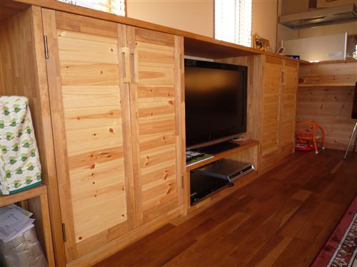作りつけの家具、オーダーメード家具も承ります。ぴったりとしたサイズに収まるのがオーダーメード。長く使うものだからこそよいものを納得いただける価格で。ぜひ御相談ください。