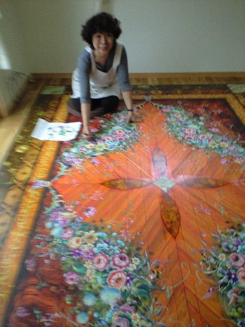 基本的に手描きで制作いたします。下地処理から上塗りまで全てお任せください。ほとんどの床面に対応可能です。