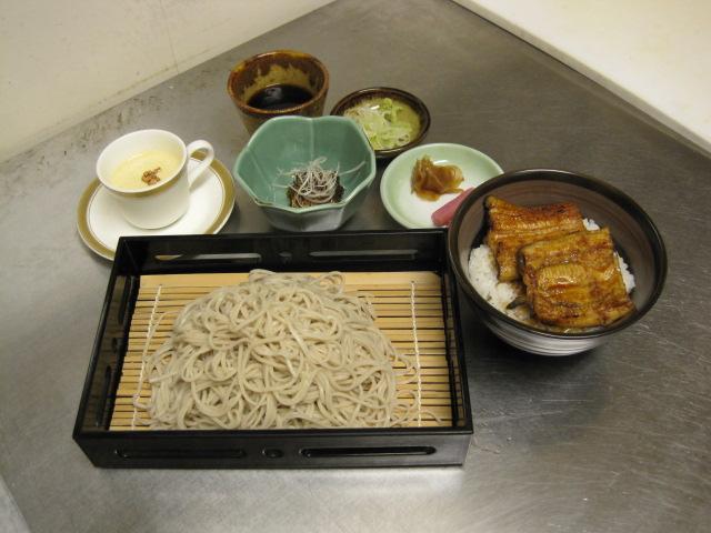 鰻とそばのセット 2,500円(税別) (小鉢・お吸い物・おしんこ・デザート付)