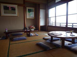 旧旅館を原形のまま利用した和室でごゆっくりお楽しみいただけます