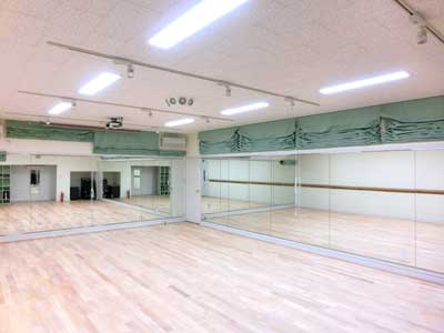 多目的スタジオフィットネスのスクールはこちらのスタジオを使用します。