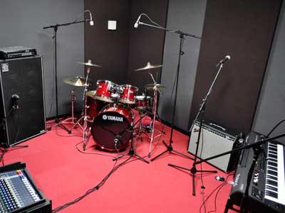 音楽スタジオボイストレーニングとドラムレッスンはこちらのスタジオを使用します。