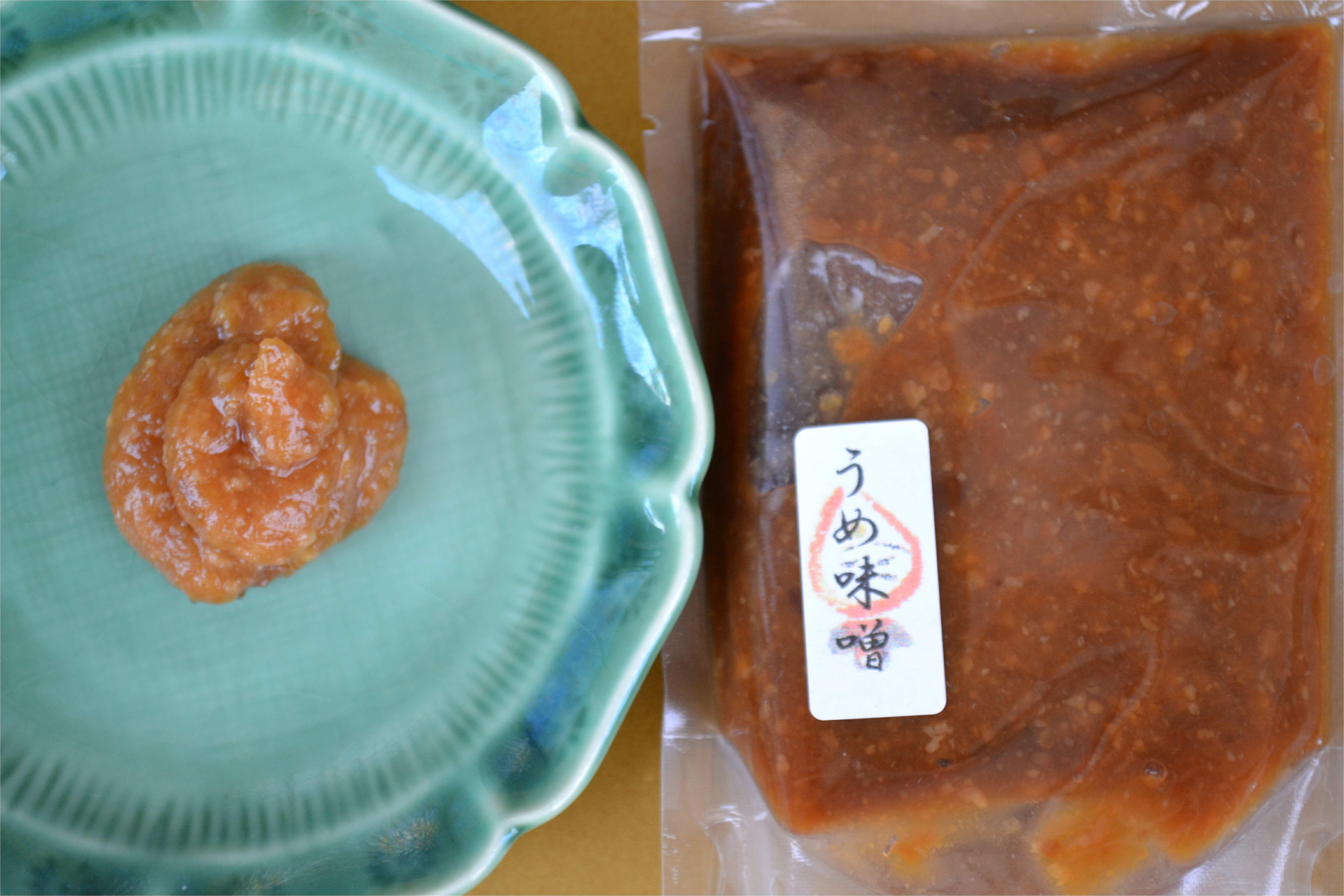 梅味噌  梅肉と白味噌を合わせ練った調味味噌。 野菜スティックや豆腐などに。