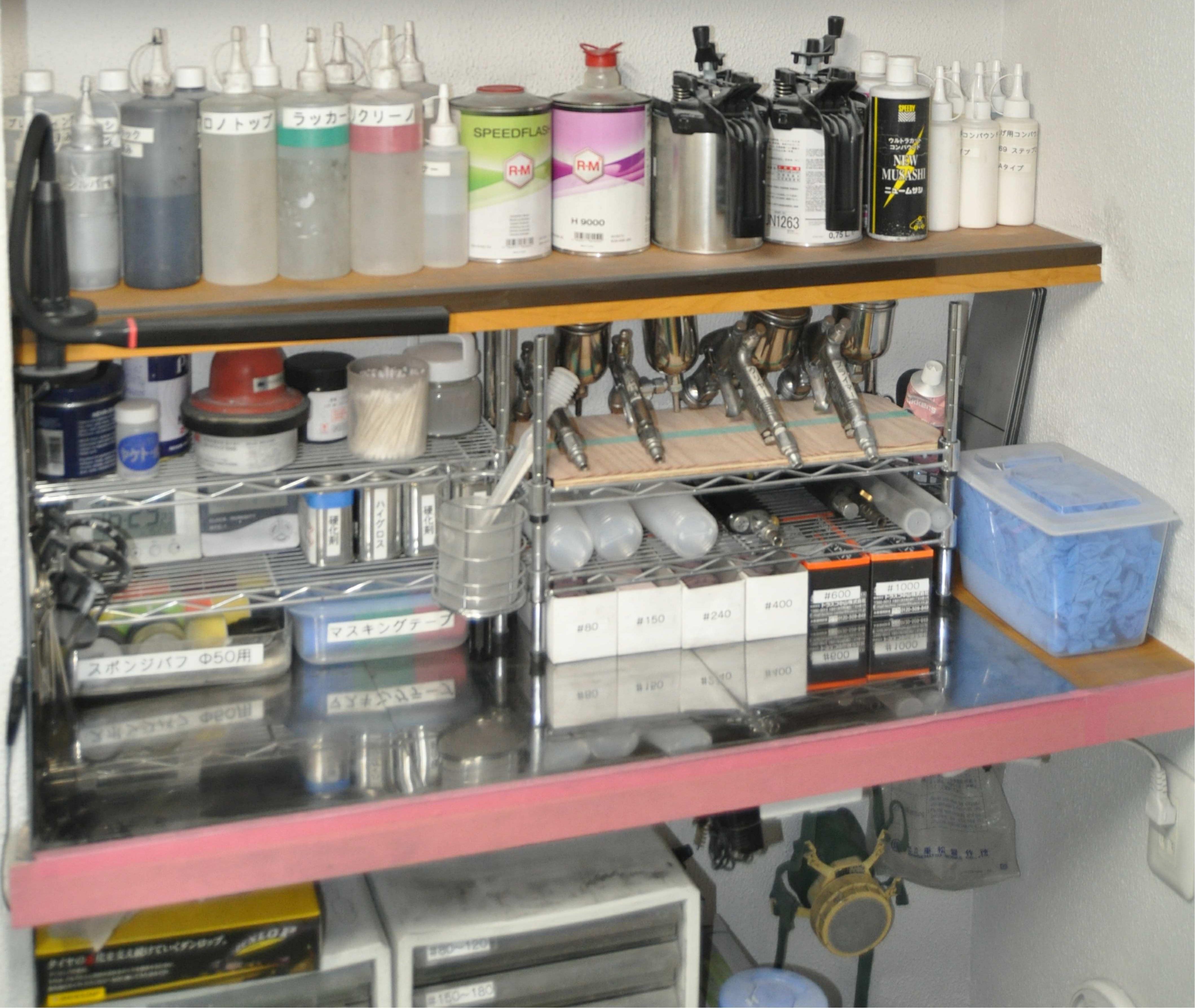 様々な薬剤や器具が揃うプロの仕事場。