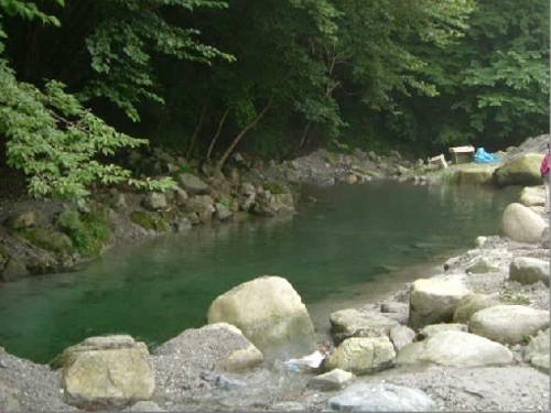 釣りや魚のつかみ取りが出来る池