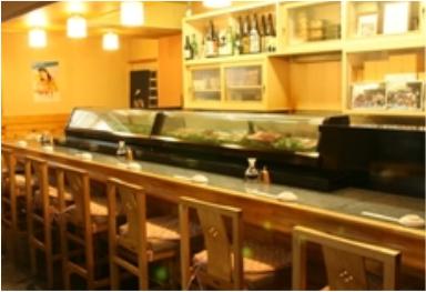 広い店内は昔ながらの風情でありつつ清潔感があり、落ち着いて食事が楽しめます。